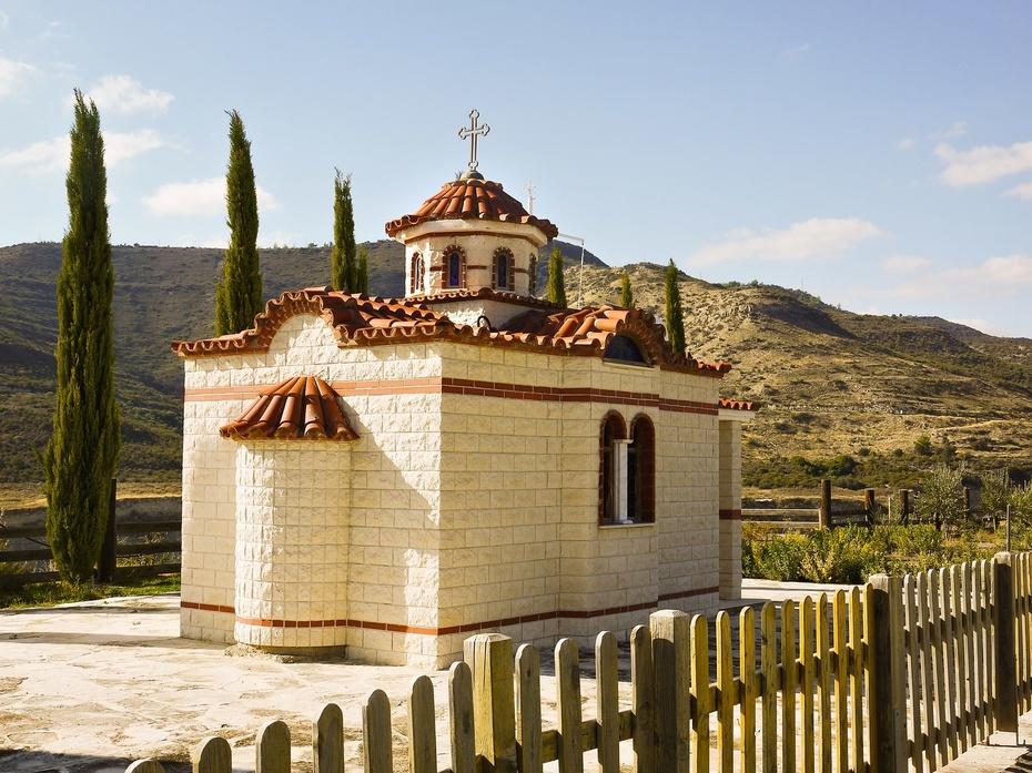 Церковь рядом с деревней Аласса. Кипр