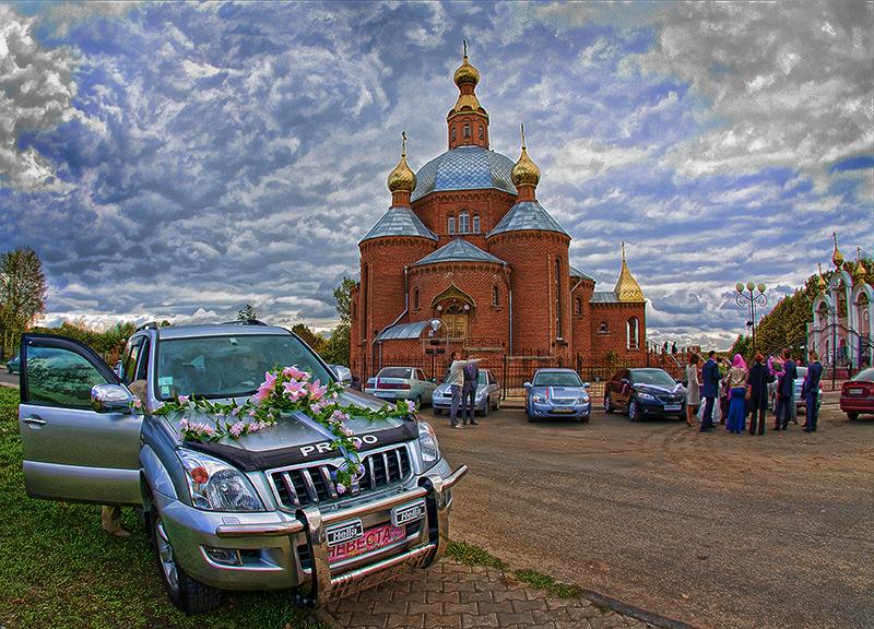 У церкви стояла карета